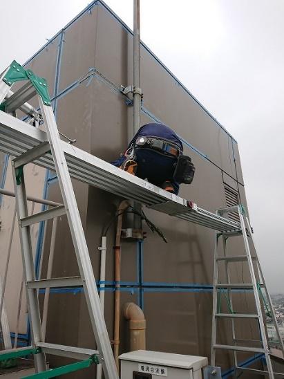 EV機械室外壁シール打ち換え